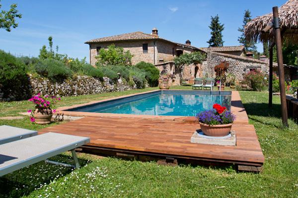 Decking bordo piscina