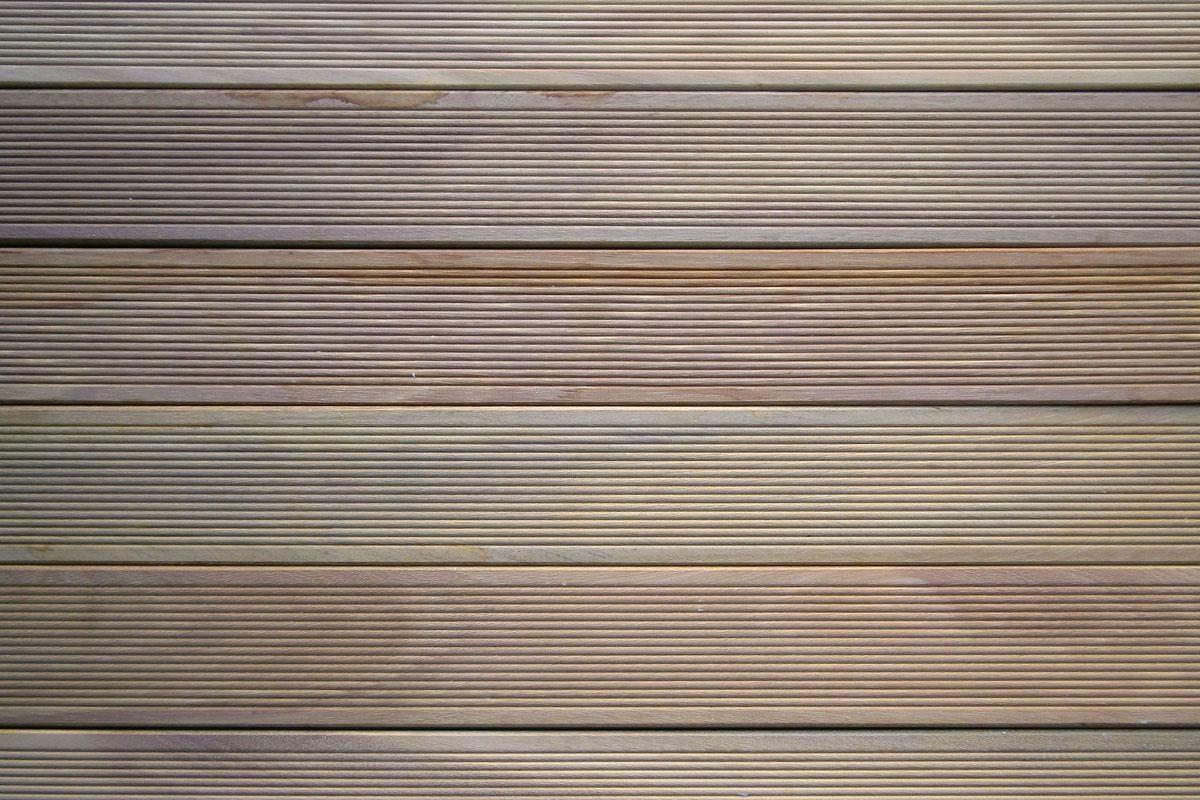 Decking pavimenti in legno per esterni listoni e mattonelle - Legno resistente per esterni ...