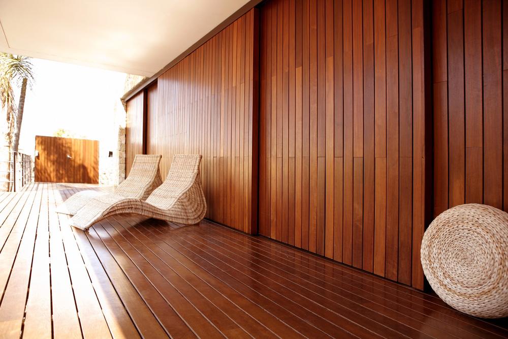 Boiserie per hotel: rivestimenti in legno (pino finlandese)