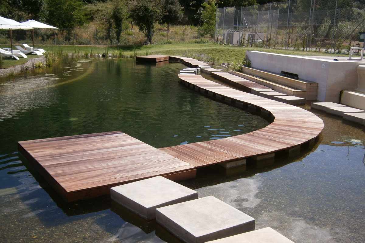Decking passerella per laghetto artificiale