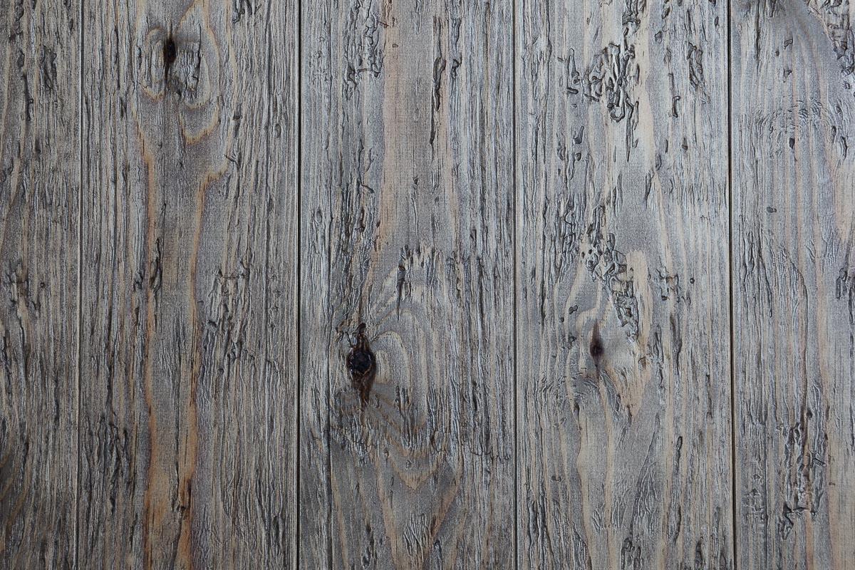Rivestimento in legno con effetto anticato