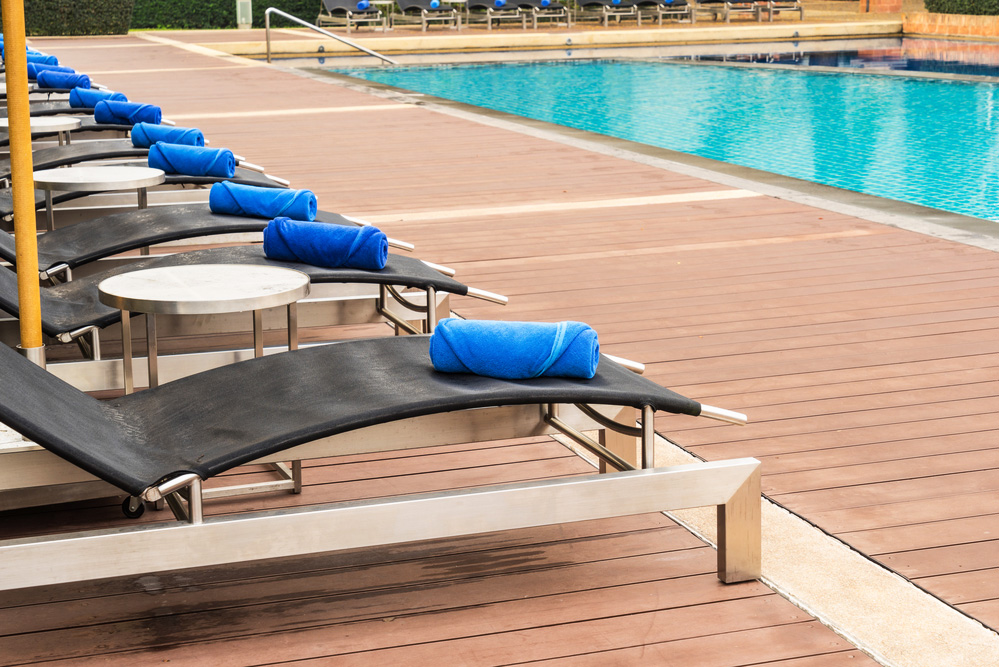 Decking pavimenti per bordo piscina